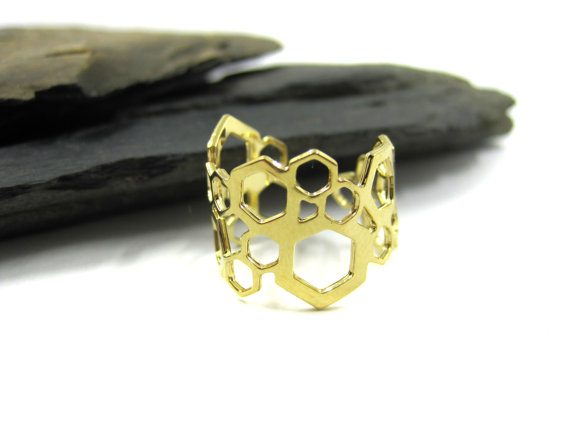 Urban-Raven-Shiran-Tal-cutout-hexagonal-70s-ring-geometric