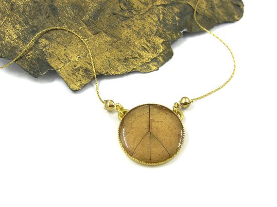 Urban-Raven-desiner-Shiran-Tal-leaf-necklace