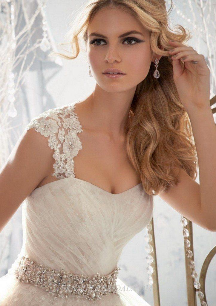 abito-sposa-principessa-okmi-scollo-cuore-elegante