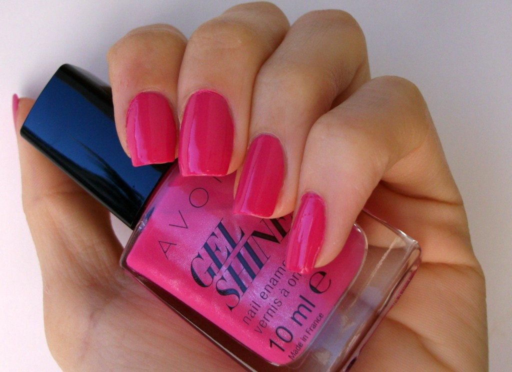 Avon GEL SHINE Parfait Pink, smalto effetto gel - review e swatch a cura di Valentina Chirico