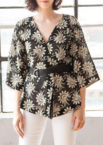 Kimono floreali, nero e oro per uno stile elegante