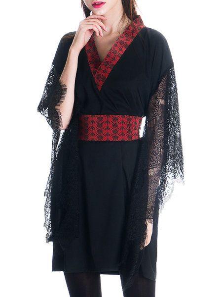 Kimono floreali, pizzo nero e rosso sangue per lo stile Gothic Lolita