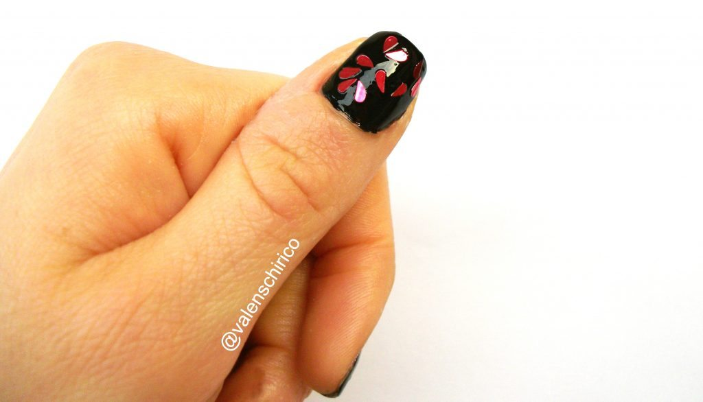 """Nail art """"anti-San Valentino"""" con cuori spezzati fai da te di Valentina Chirico"""