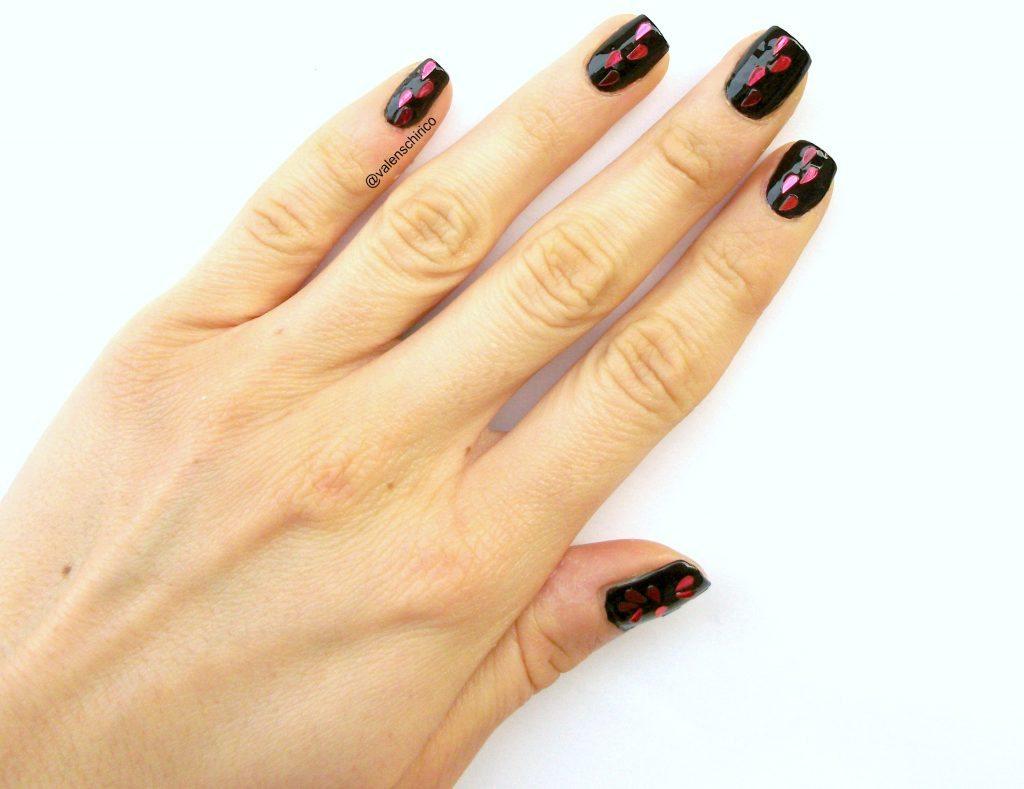 """Nail art """"anti-San Valentino"""" con tutorial passo-passo. Manicure gotica di Valentina Chirico"""