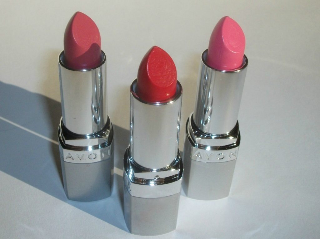 Avon rossetto sempre vivo effetto volume 3D, review e swatches (Pucker Up, Uptown Pink, Power Trip e Berry Cute)