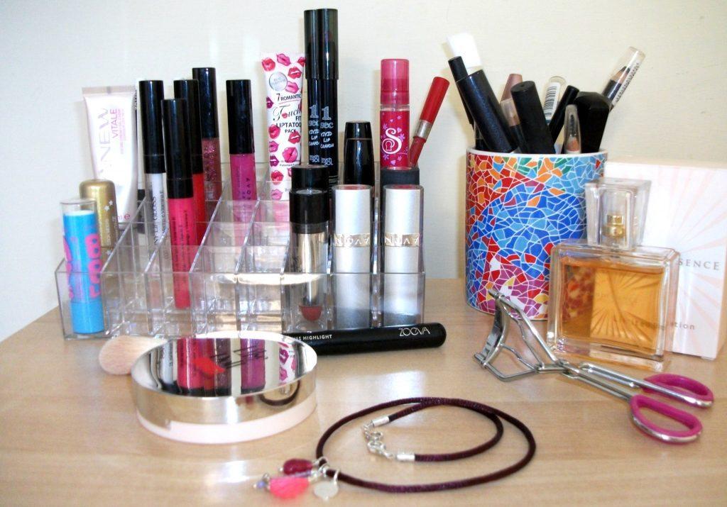Il perfetto organizer - display per il make-up, dove trovarlo online, per la postazione beauty ordinata di Valentina Chirico