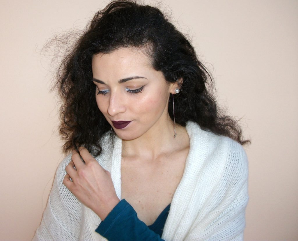 Labbra-goth-make-up-polare-con-Beautiful-Box-by-Alfemminile-Marc-Jacobs-Highliner-Matte-Gel-Eye-Crayon-Deja-Bleu-Valentina-Chirico