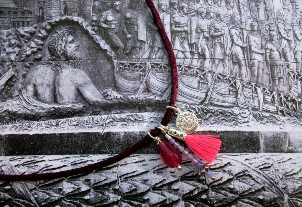 Trasparent-Sculptural-Jewelry-Ancient-Roman-Marsala-chocker-indie-designers-Marta-Roura-Castellò-Trajan-Column