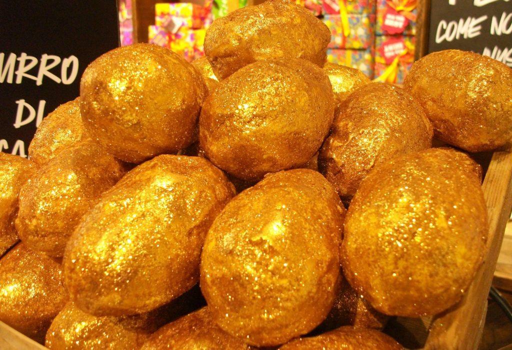 #Pasquaetica-Lush-Cosmetics-LushEaster-Golden-Idea-bath-bomb-Melt-con-burro-di-cacao-equo-solidale-novità-Pasqua-2017