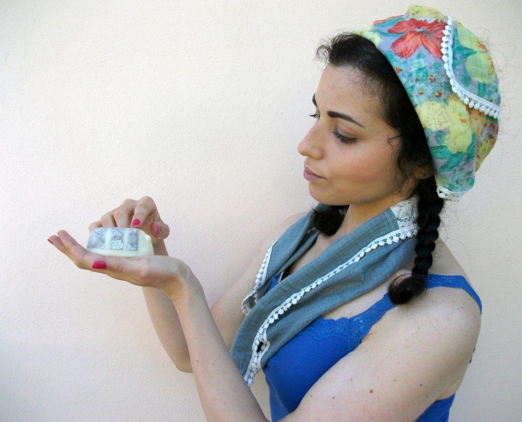 Lush Cosmetics - Scrubee, scrub e balsamo corpo con burro di cacao equosolidale e miele. Review a cura di Valentina Chirico