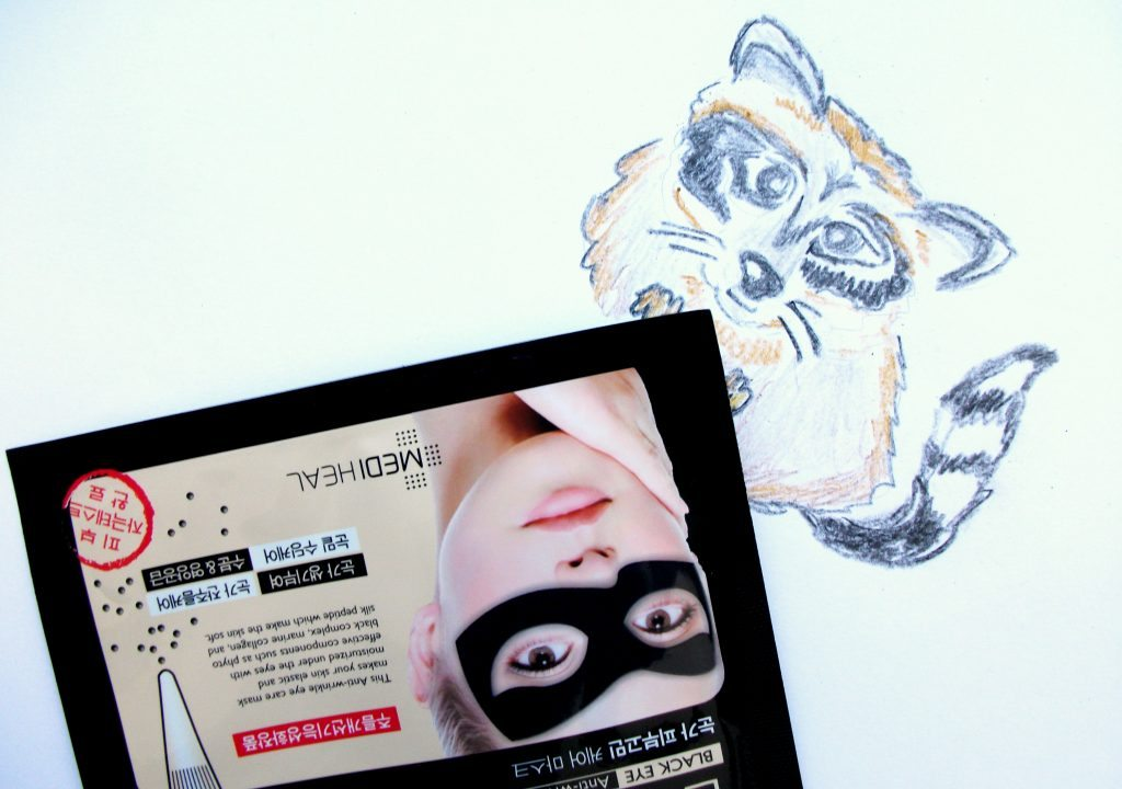 Mediheal - Black Eye Anti-wrinkle Mask, maschera in tessuto anti-età, review. La maschera kawaii del procione