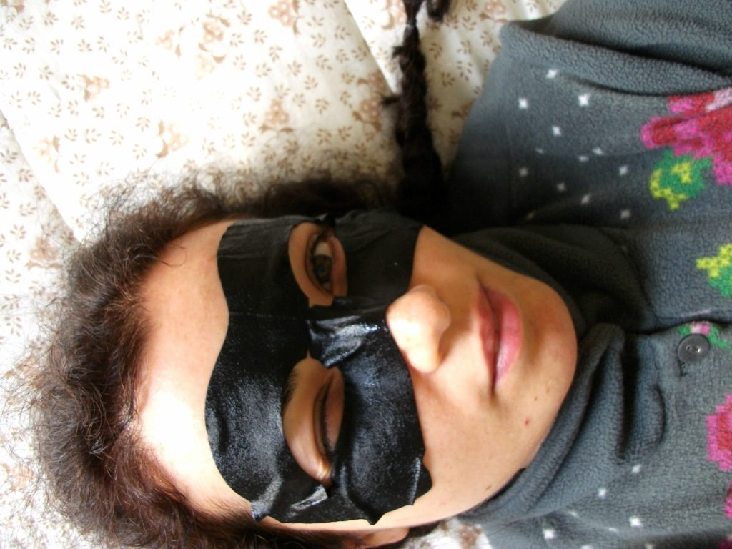Mediheal - Black Eye Anti-wrikle Mask, maschera in tessuto anti-età con collagene e acido ialuronico, review di Valentina Chirico