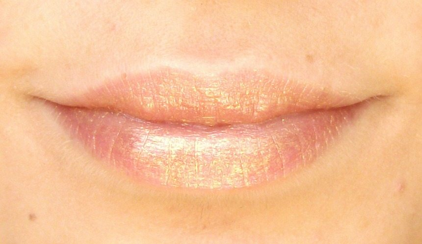 Beauty-Big-Bang-Metallic-Mermaid-Lipstick-golden-lip-colour-swatch-by-Valentina-Chirico