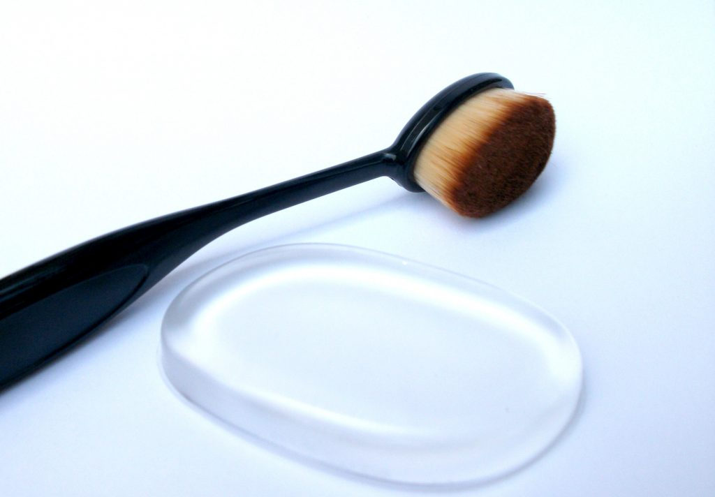 Beauty-Big-Bang-make-up-foundation-tools-silicone-sponge-toothbrush-brush-review