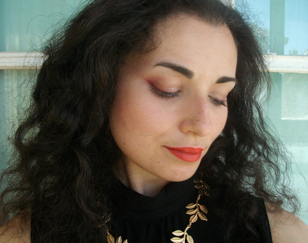 elegant-makeup-look-with red eyeliner-FineWine-Marc-Jacobs-Beauty-Highliner